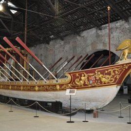 Лодки и галеры